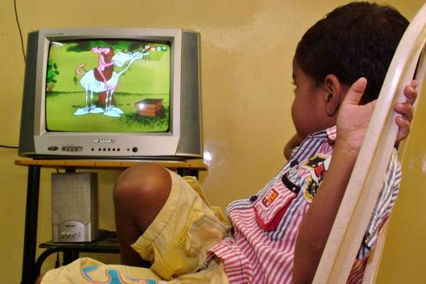 negative effects of television on children Tv exposes your kid to negative influences, and promotes negative behavior tv shows and commercials usually show violence, alcohol, drug use and tv watching also affects a child's health and athletic ability the more television a child watches, even in the first years of life, the more likely.